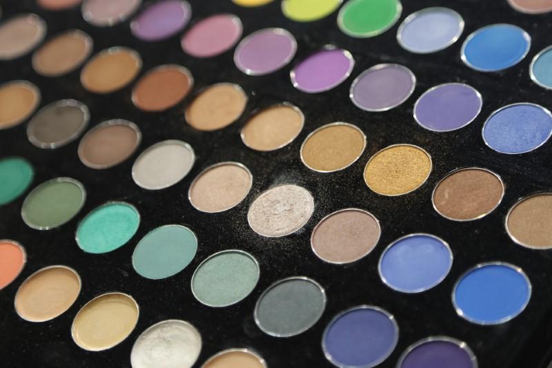 Makeup Revolution paletele de fard